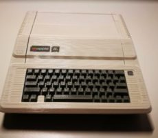 Raspberry-Pi-3-Apple-IIe-case.jpg